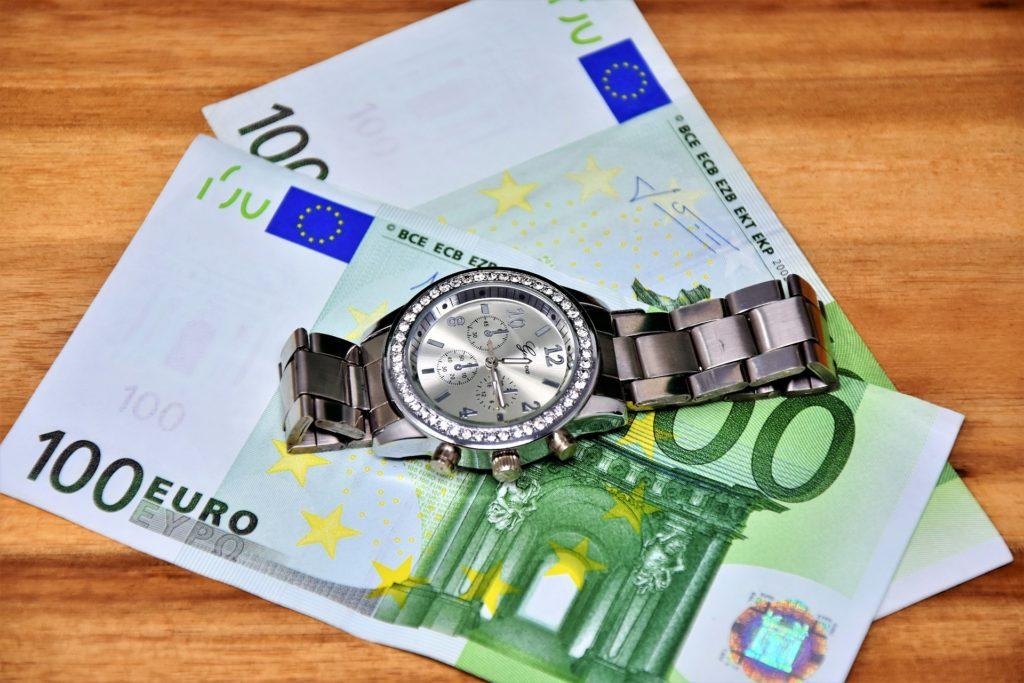 お金より時間の方が価値は上です